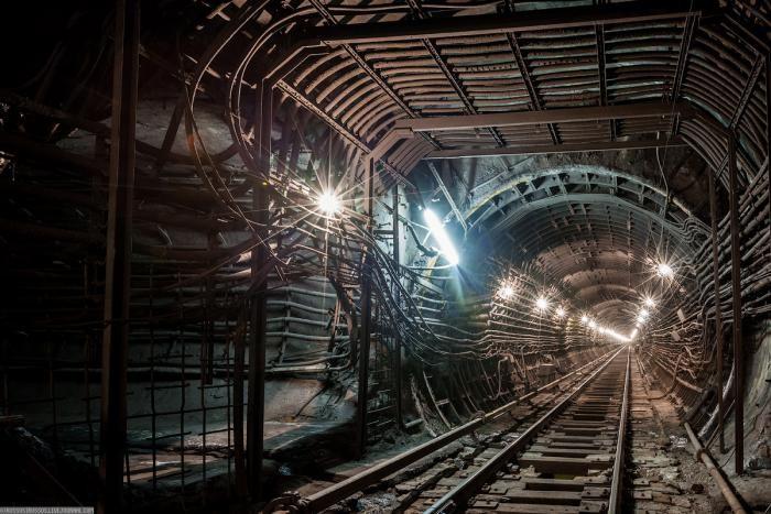 Подземные тоннели метро в Москве (23 фото)