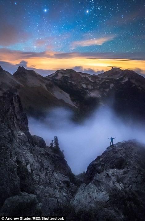 Крошечный человек на фоне грандиозных пейзаж (18 фото)