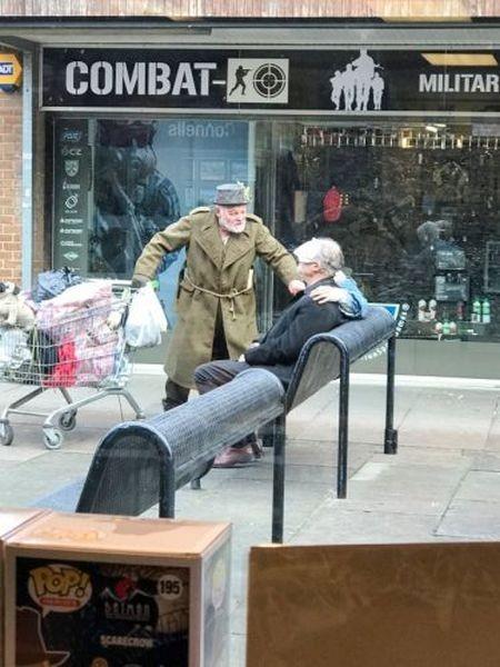 Энтони Хопкинса приняли за бездомного (4 фото)