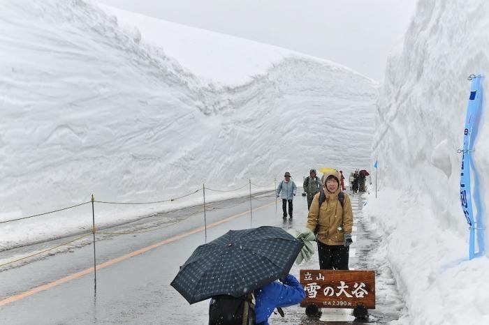 Прогулка по снежной долине Японии (18 фото)