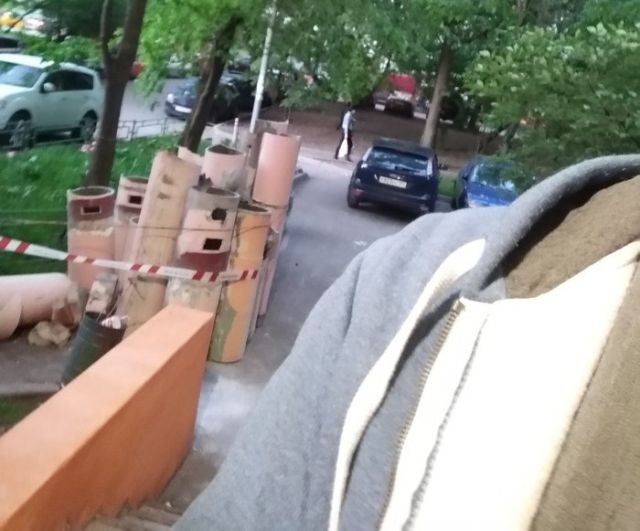 Замена мусоропровода в многоэтажном доме (2 фото)