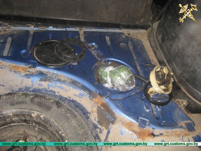 Белорусские таможенники нашли необычный контрабандный груз (3 фото)