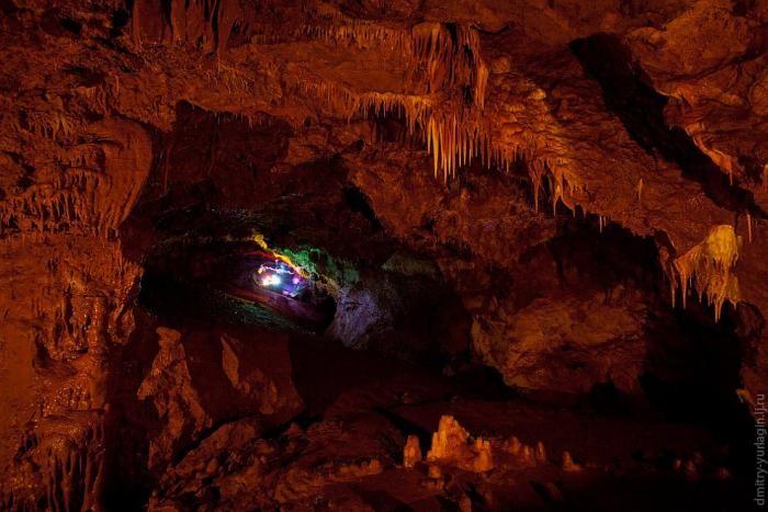 Экскурсия по Женевской пещере (18 фото)
