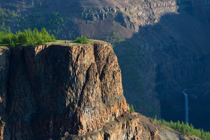 Самый большой водопад в России (10 фото)