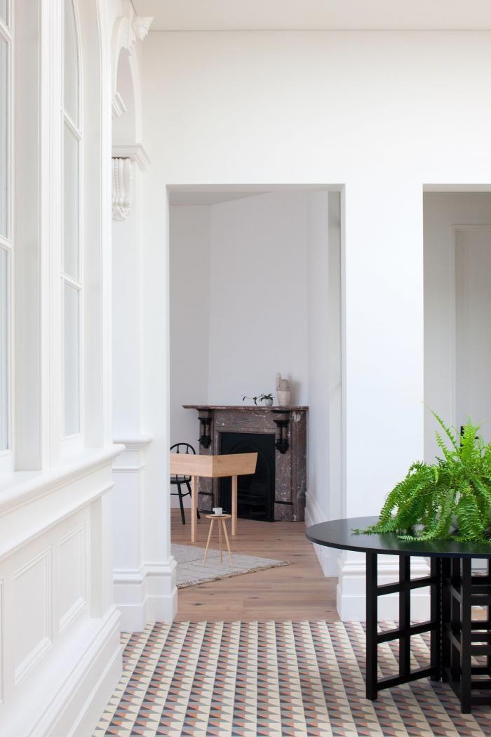 Превращение дома престарелых в резиденцию для семьи (13 фото)
