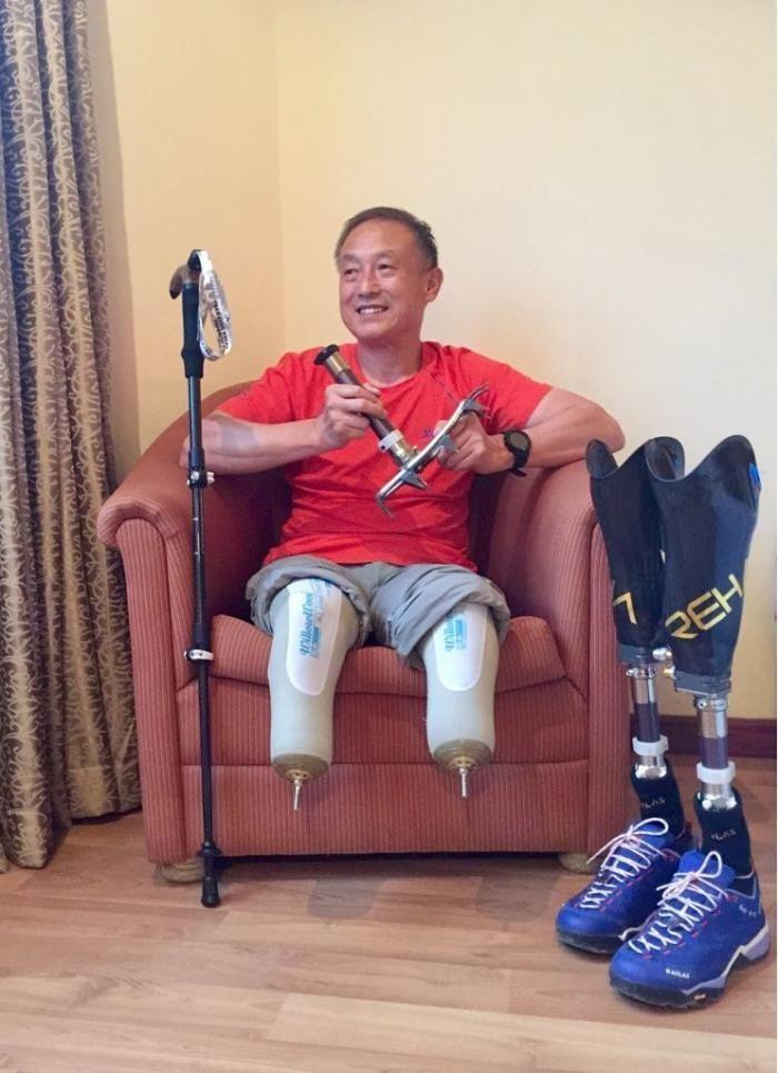 69-летний безногий онкобольной альпинист покорил Эверест (5 фото)