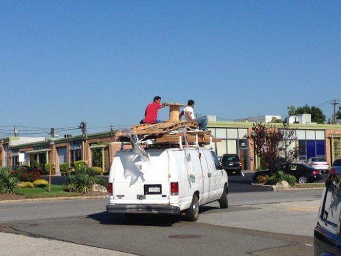 Безумные способы перевозки грузов (30 фото)