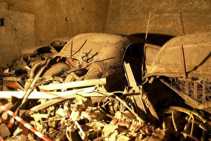 Самая необычная штрафстоянка на свете (15 фото)