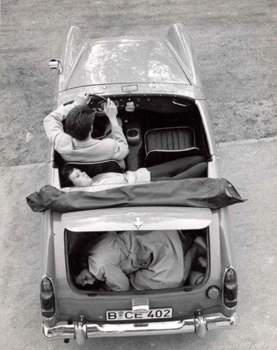 Дерзкий побег из ГДР (3 фото)