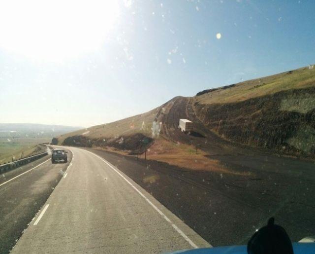 Дороги, которые останавливают грузовики с отказавшими тормозами (5 фото)
