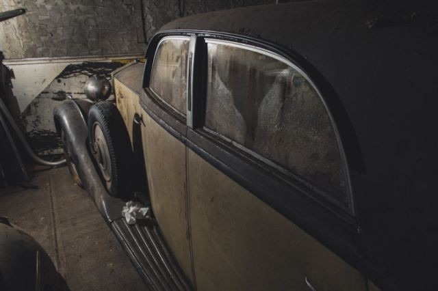 В Нью-Йорке нашли три забытых раритетных авто (12 фото)