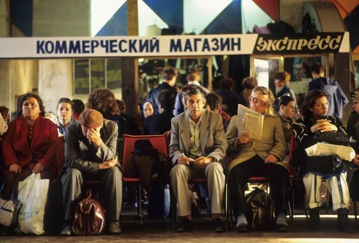 Россия 90-ых в фотографиях французского фотожурналиста (24 фото)