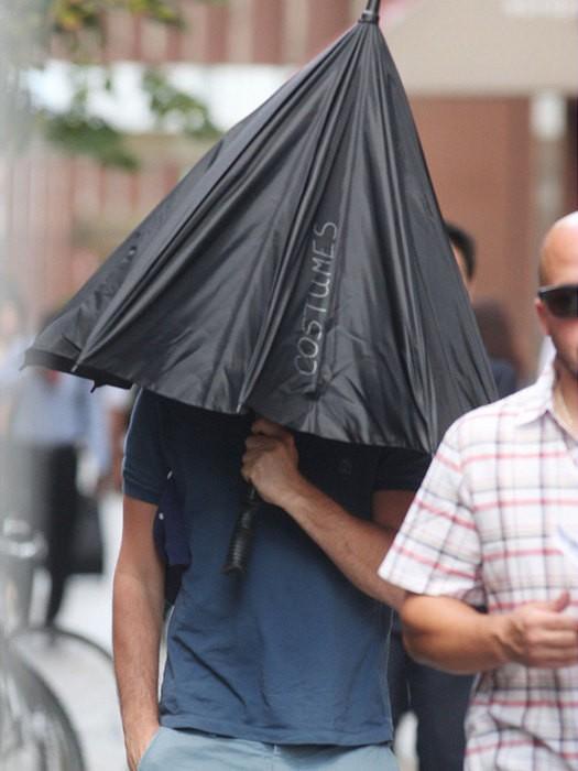 Как знаменитости скрываются от папарацци (16 фото)