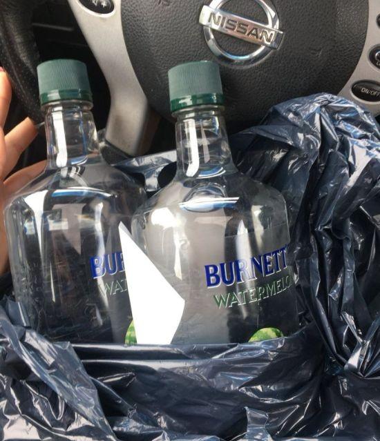 Девушка прикинулась своей бабушкой, чтобы купить алкоголь (5 фото)