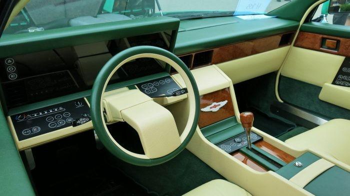 Салон уникального Aston Martin напоминает кабину самолета (5 фото)