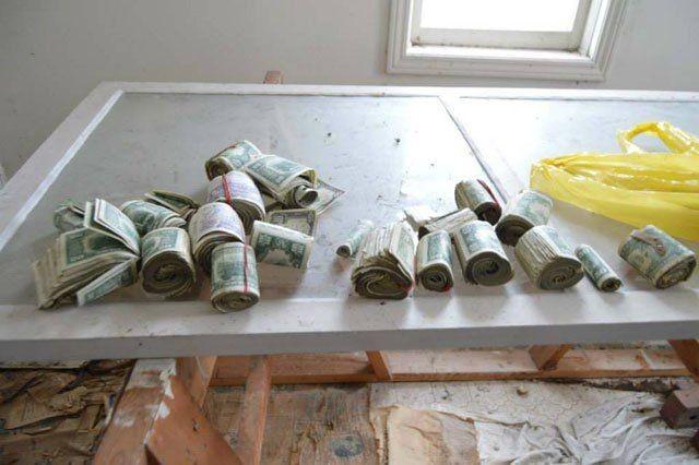 Как фотограф нашел деньги в заброшенном доме (8 фото)