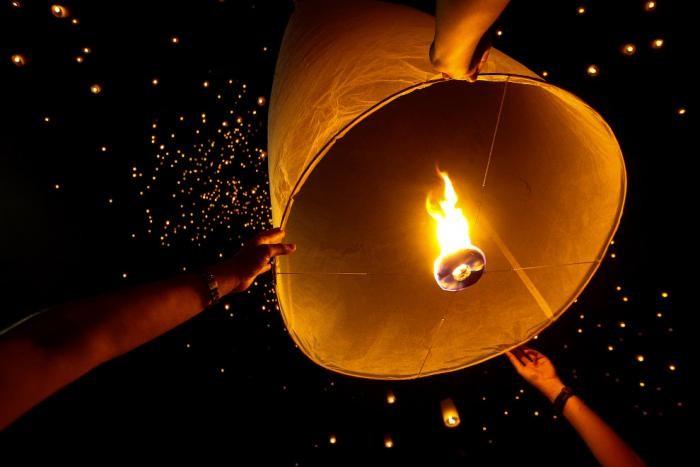 Фестиваль небесных фонариков в Таиланде (12 фото)