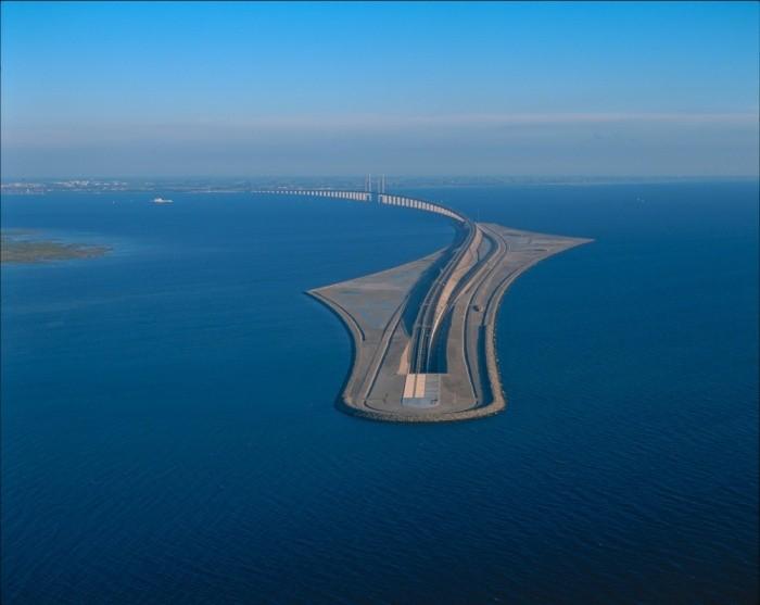 Уникальный мост через пролив Эресун (6 фото)