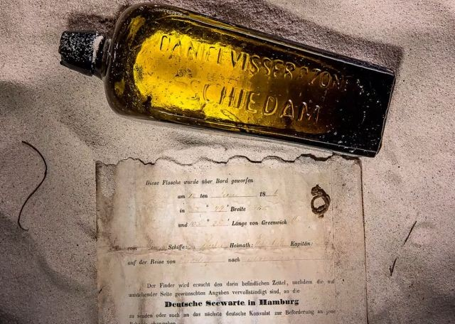 Старейшая записка в бутылке, обнаруженная спустя 131 год (4 фото)