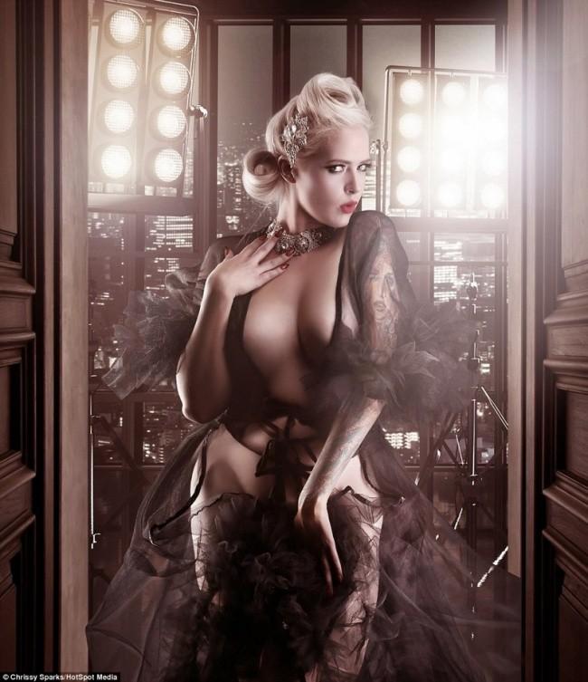 Фотограф превращает домохозяек в соблазнительных богинь (11 фото)