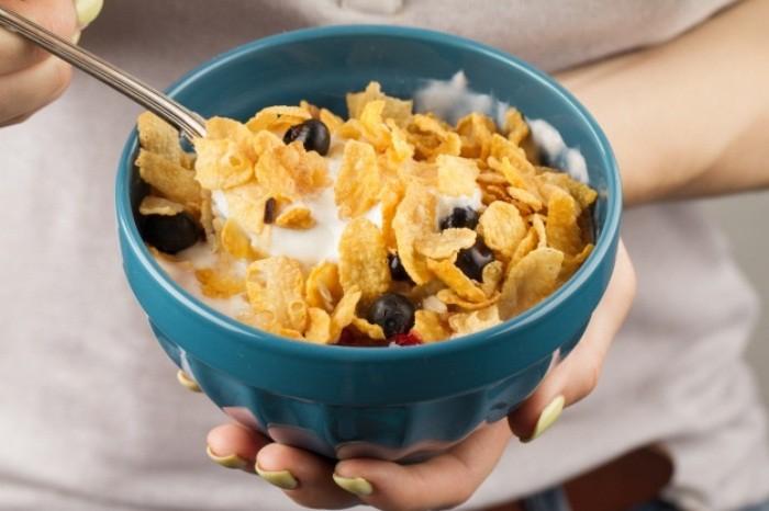 Популярные ошибочно полезные завтраки (7 фото)