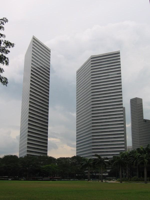 Плоское здание в Сингапуре (4 фото)