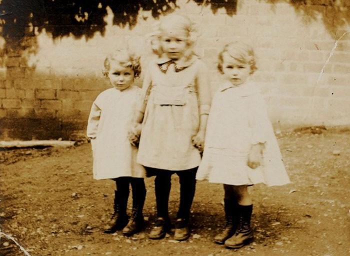 Двойняшки, отпраздновавшие 100-летний юбилей (10 фото)