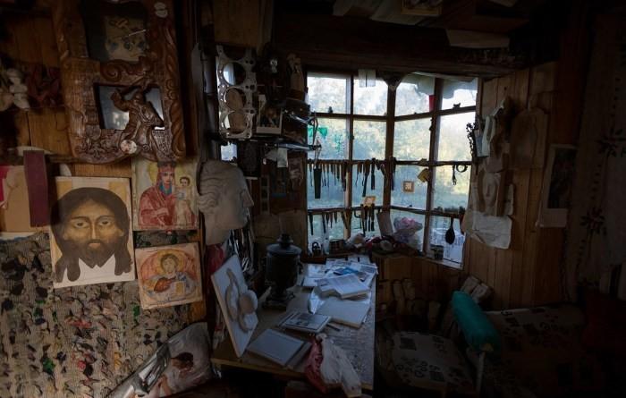 Белорус построил уникальный дом из мусора (8 фото)