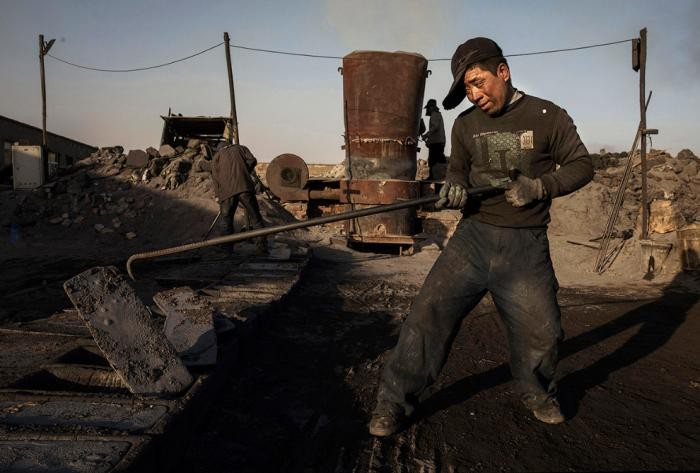 Подпольные сталелитейные заводы в Китае (23 фото)