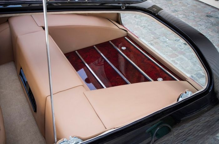 На продажу выставлен эксклюзивный Ferrari 365 GTB/4 (6 фото)