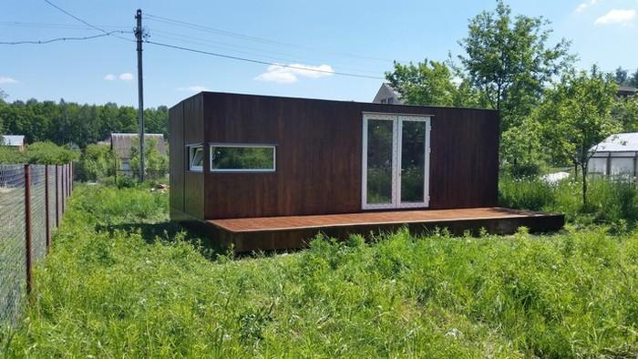 Дом-контейнер вместо классической дачи (32 фото)