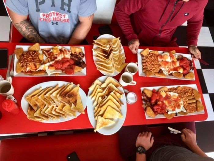 Богатырский английский завтрак, который никто не может съесть (5 фото)