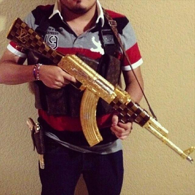 Роскошная жизнь мексиканских мафиози (24 фото)