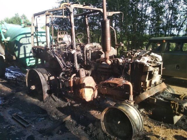 Пьяный тракторист забыл снять стояночный тормоз (3 фото)
