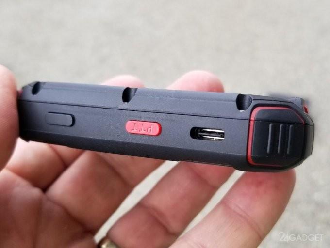 Миниатюрный защищенный 4G-смартфон работает даже под водой (9 фото + видео)