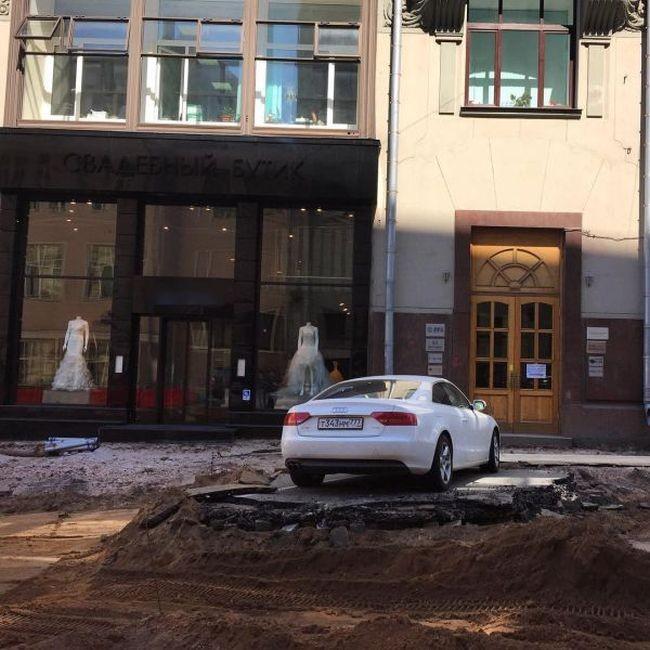 Не стой на пути у московских дорожников (6 фото)