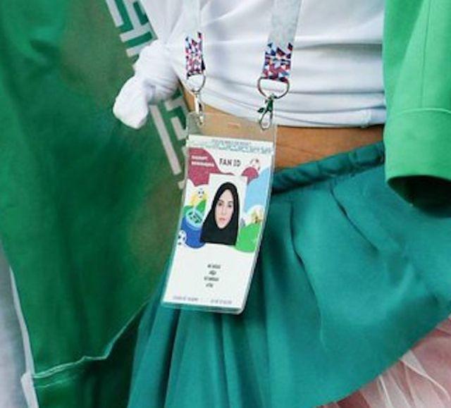 Иранская болельщица на ЧМ-2018 в России (2 фото)
