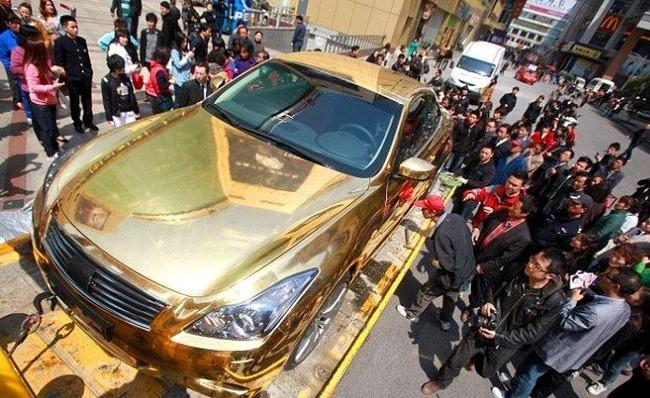 Автомобиль из чистого золота (6 фото)