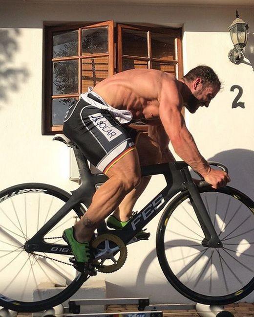 Ноги велогонщика после состязания (4 фото)