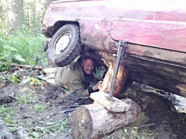 По российскому бездорожью на запорожце (17 фото)