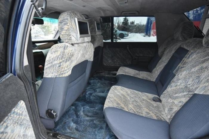 Москвич Лужкова продают по цене нового Mercedes-Benz S-класса (8 фото)