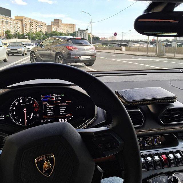 Плюсы и минусы приобретения Lamborghini (2 фото)