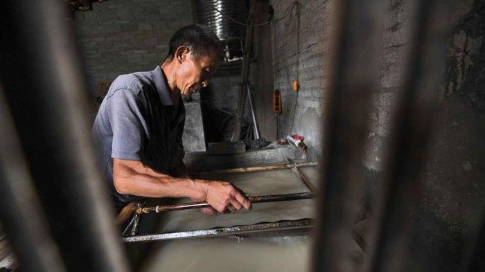 Китаец, который уже 36 лет занимается старинным ремеслом (6 фото)