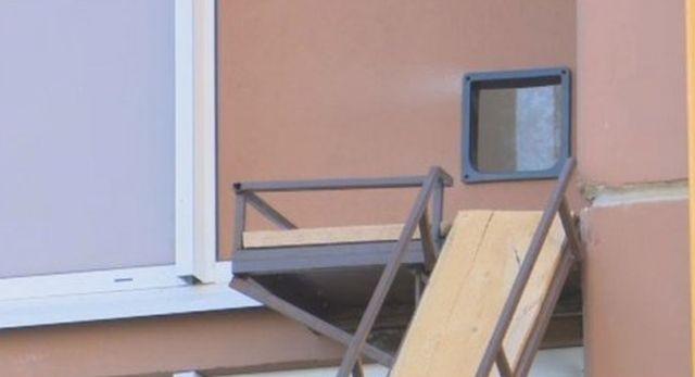 Персональный вход в одну из квартир в многоэтажке (3 фото)