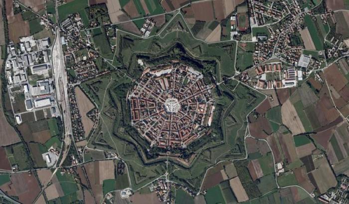 Пальманова: итальянский город-звезда (14 фото)
