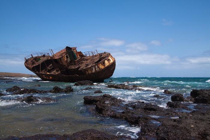 Заброшенные корабли в объективе (28 фото)