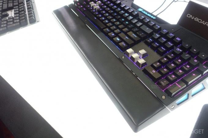 Cougar представила клавиатуру с динамиками (3 фото)