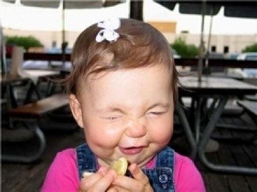 Дети пробуют первый раз кислые фрукты и овощи (23 фото)