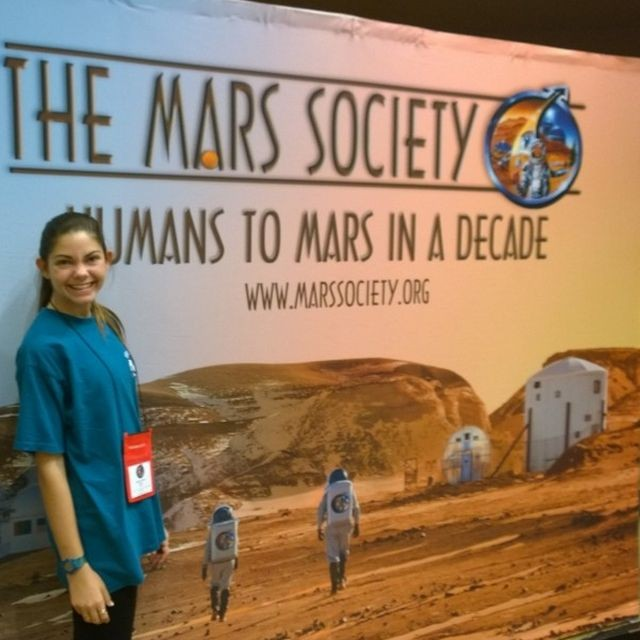 17-летняя девушка, которая собирается отправиться на Марс (8 фото)