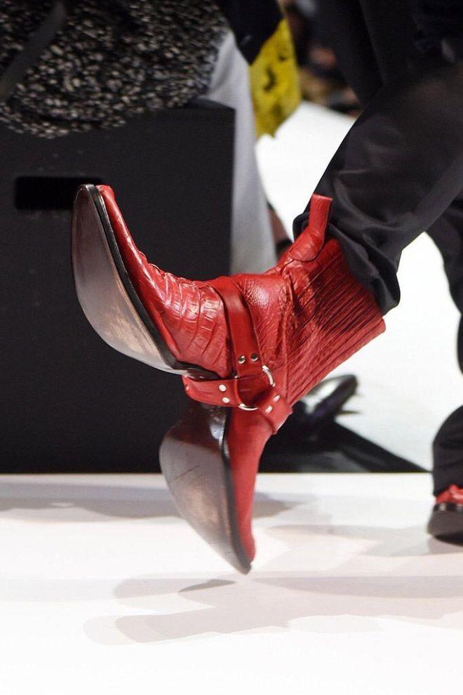 Новое уродство от модельера - двуликие ковбойские сапоги (15 фото)